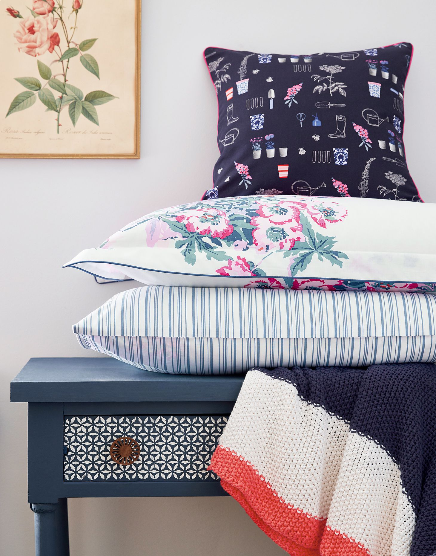 e2a407476c2f Cottage garden floral navy null Cushion , Size One Size | Joules UK
