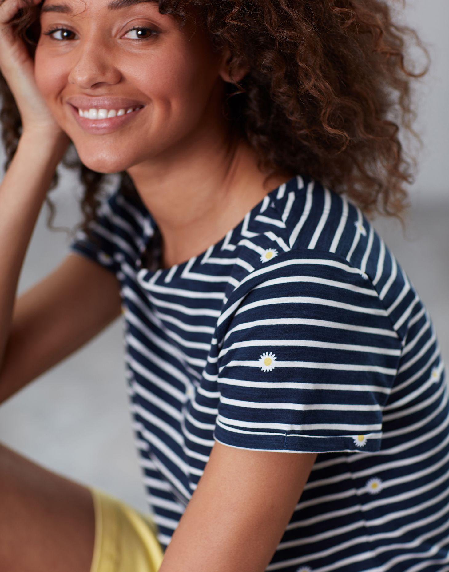 99b06ae6e926cb Nessa print NAVY DAISY Lightweight Jersey T-Shirt | Joules UK